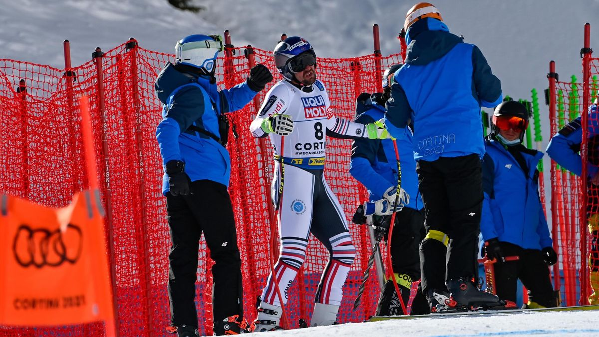 Maxence Muzaton of France crashes out during the FIS Alpine Ski World Championships