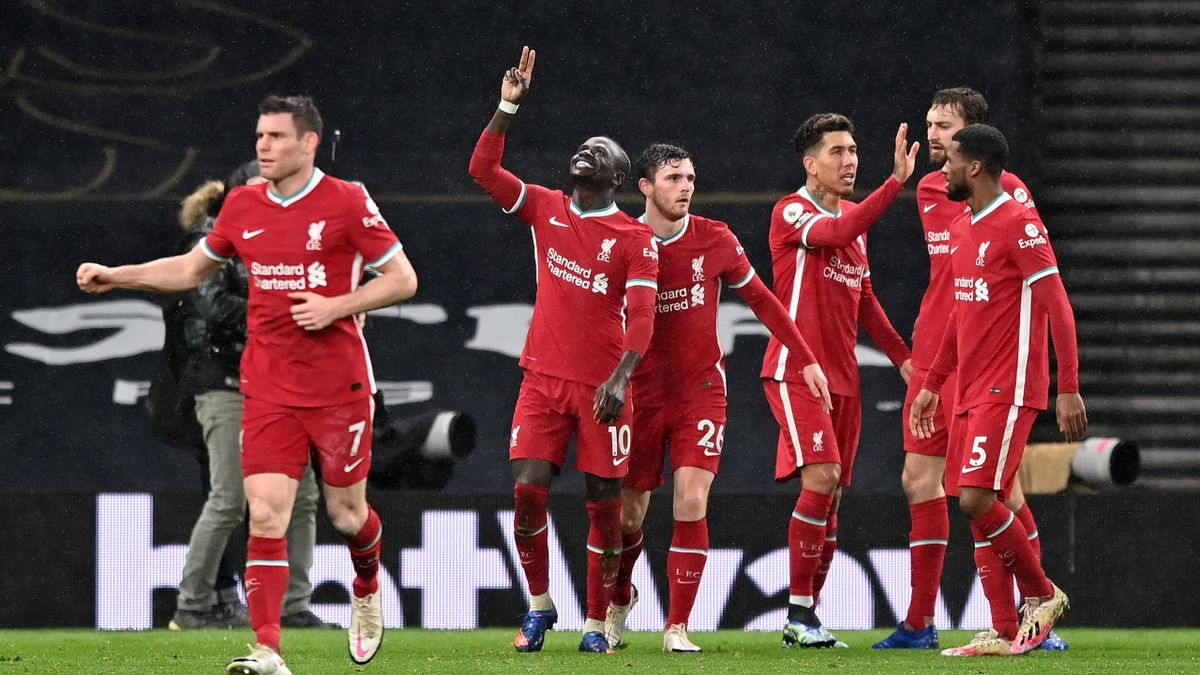 Sadio Mane of Liverpool celebrates with Andrew Robertson of Liverpool and team mates after he scores his sides 3rd goal during the Premier League match between Tottenham Hotspur and Liverpool at Tottenham Hotspur Stadium