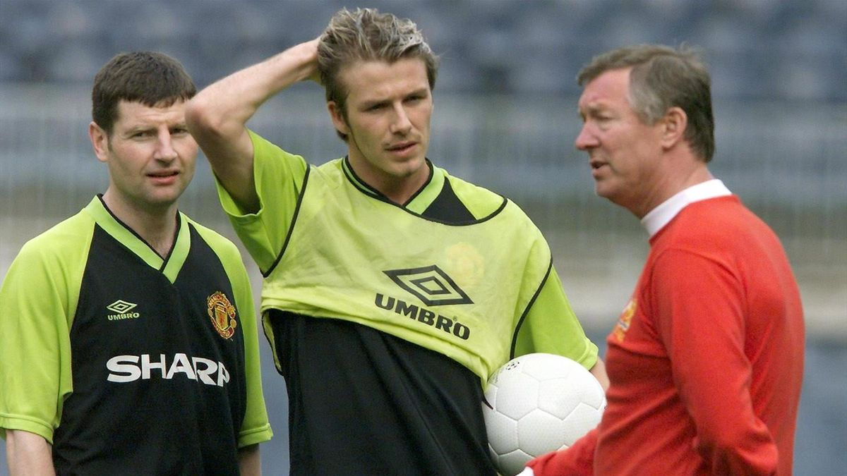 Alex Ferguson issues instructions to David Beckham on the eve of the match