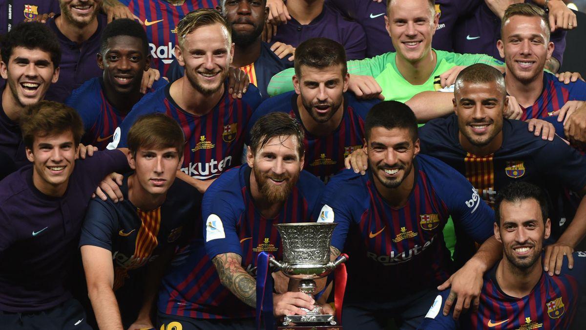 Messi et le Barça célèbrent son premier trophée de la saison : une Supercoupe d'Espagne remportée face à Séville (1-2).
