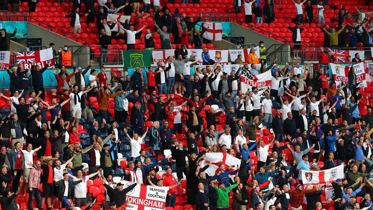 England Fans auf der Tribüne des Wembley-Stadions
