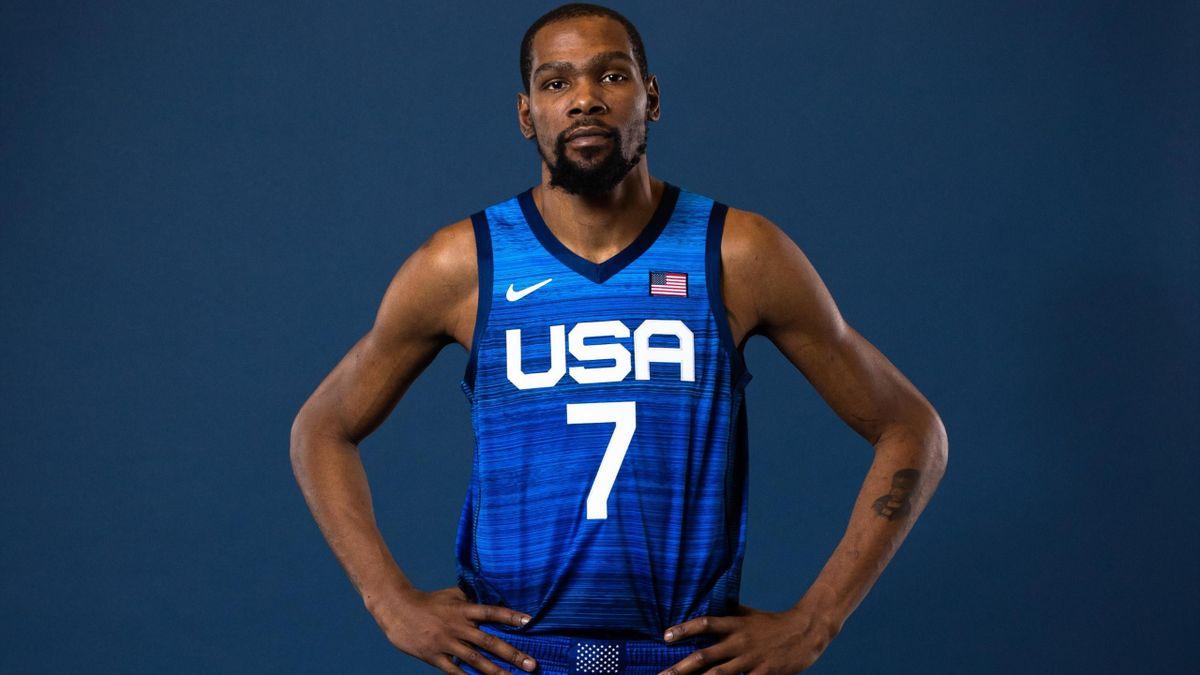 Kevin Durant con la equipación de juego del equipo de baloncesto de Estados Unidos