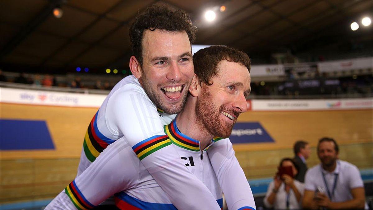 Mark Cavendish (L) and Sir Bradley Wiggins (R)