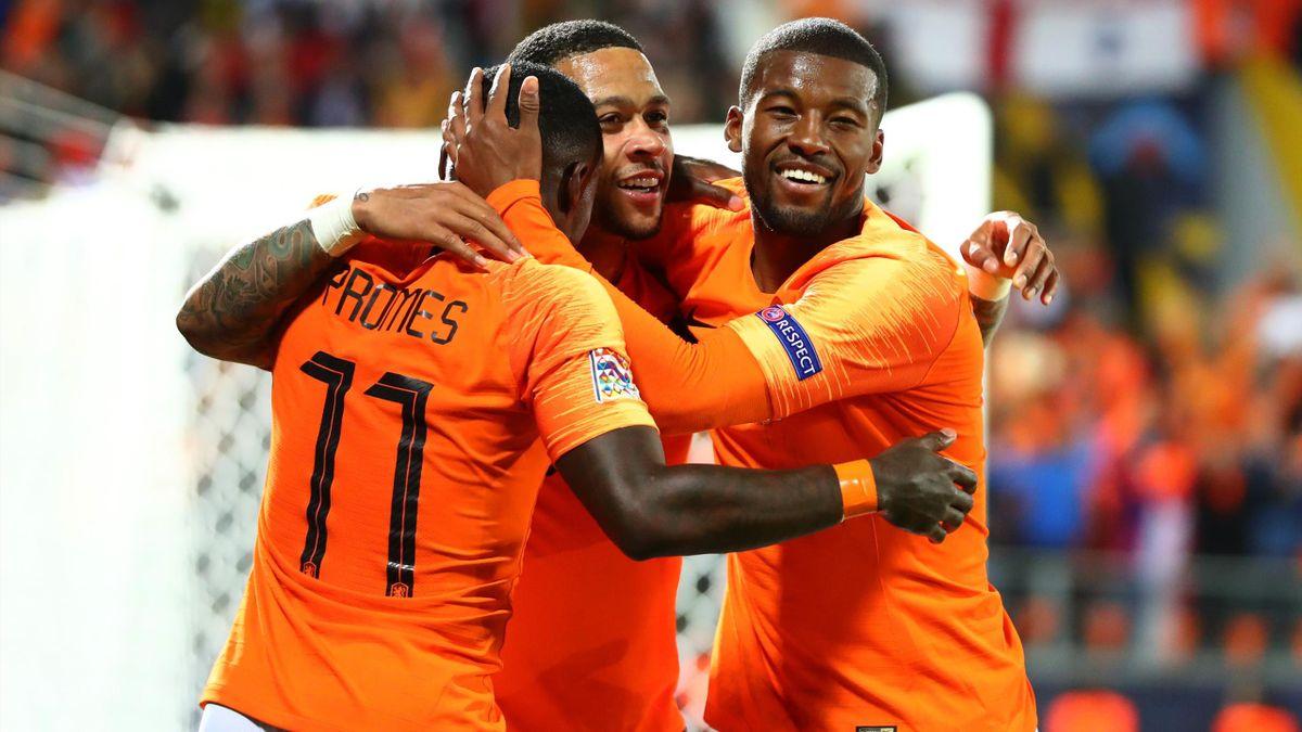 Die beiden Niederländer Memphis Depay (Mitte) und Georginio Wijnaldum (r.) stehen beim FC Barcelona ganz oben auf der Wunschliste