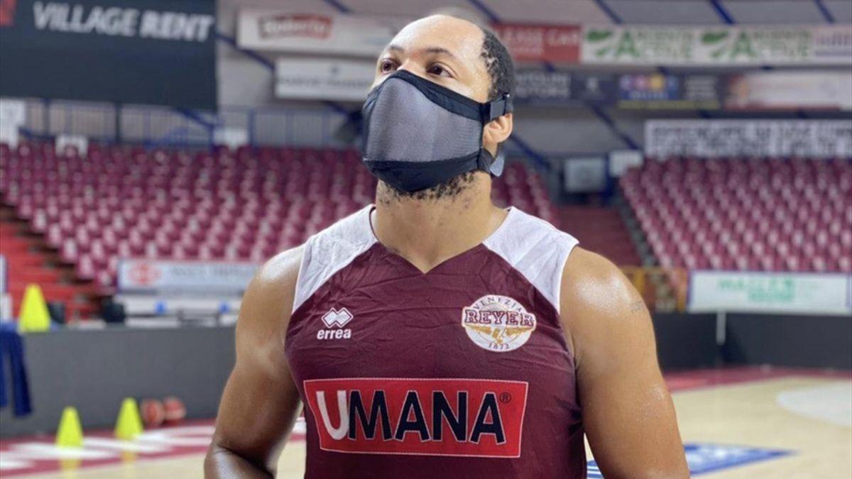 Jeremy Chappell con la mascherina ad uso sportivo