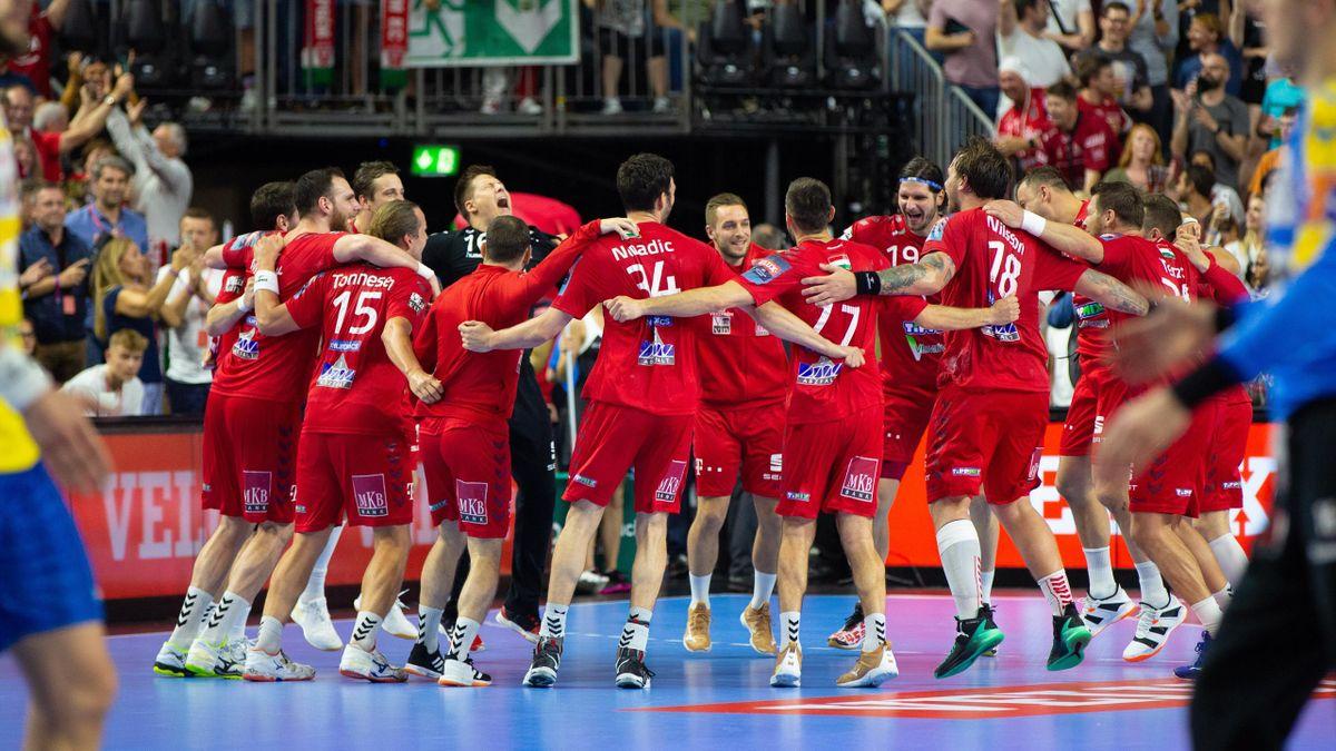 La joie des joueurs de Veszprem après leur victoire sur Kielce