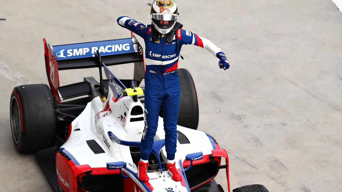 Роберт Шварцман после победы в первой гонке Гран-при Венгрии