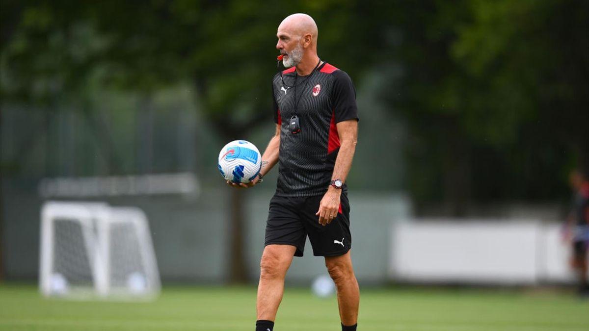 Stefano Pioli in allenamento a Milanello