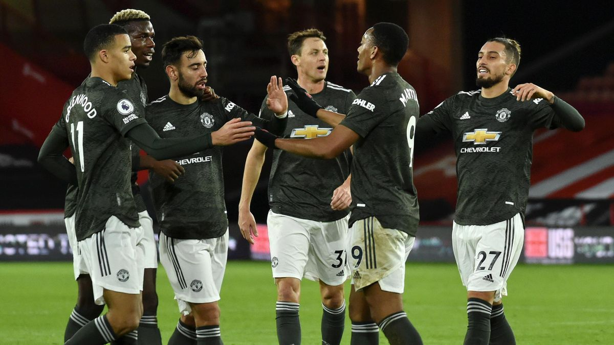 Anthony Martial of Manchester United celebrates with team mates (l-r) Mason Greenwood, Paul Pogba, Bruno Fernandes, Nemanja Matic and Alex Telles after scoring their sides second goal during the Premier League match