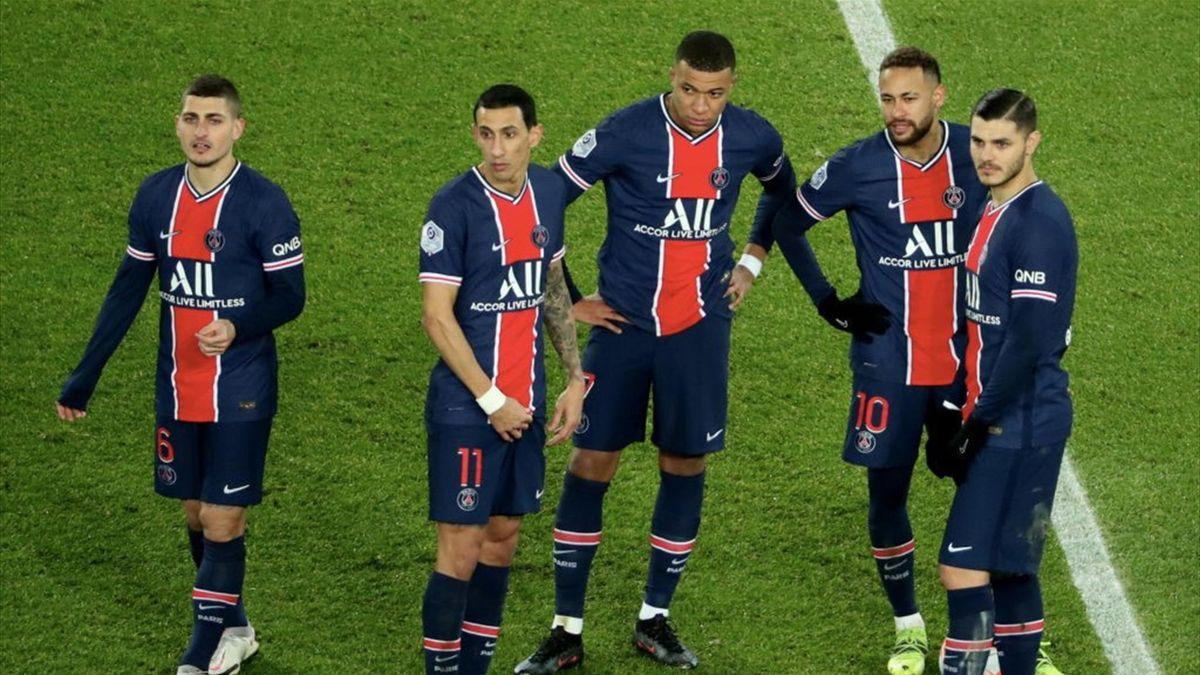Marco Verratti (l.) und Mauro Icardi (r.) sind zwei der neun Profis, die PSG gegen den FC Bayern fehlen