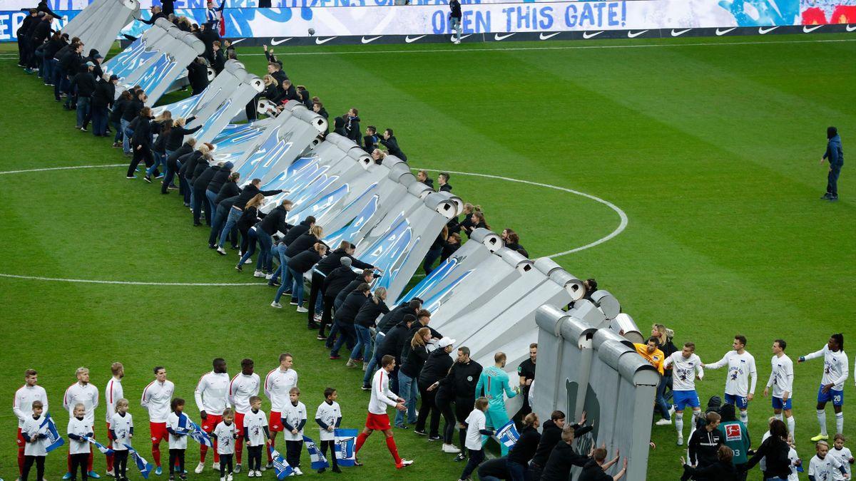 Dopo 30 anni il Muro di Berlino crolla ancora: la bellissima iniziativa prima di Hertha - RB Lipsia