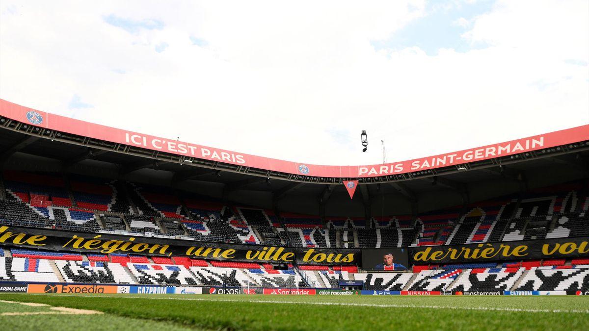 Le tifo concocté par le Collectif Ultras Paris pour la demi-finale aller de Ligue des champions entre le PSG et Manchester City au Parc des Princes.