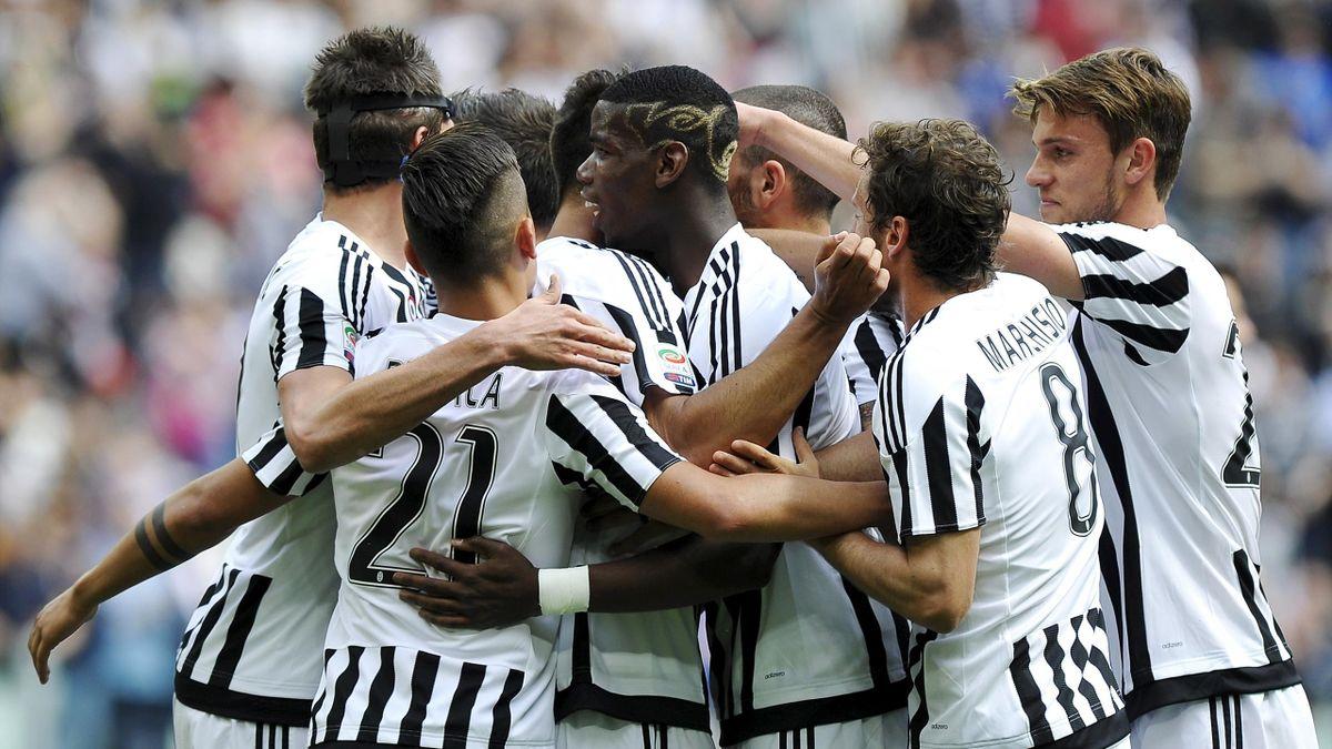 Juventus' Sami Khedira (hidden) celebrates with his teammates (L-R) Mario Mandzukic, Paulo Dybala, Paul Lamine Pogba, Claudio Marchisio and Daniele Rugani after scoring the first goal
