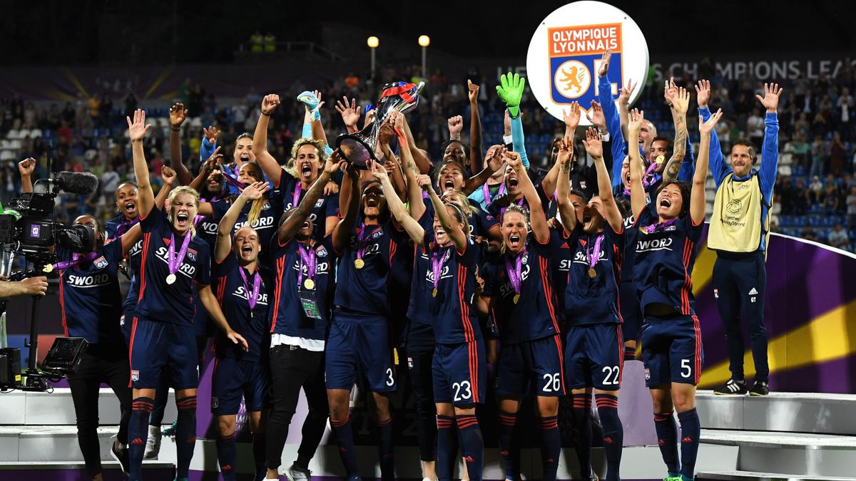 Les joueuses de l'OL soulèvent la Ligue des champions féminine pour la troisième année d'affilée
