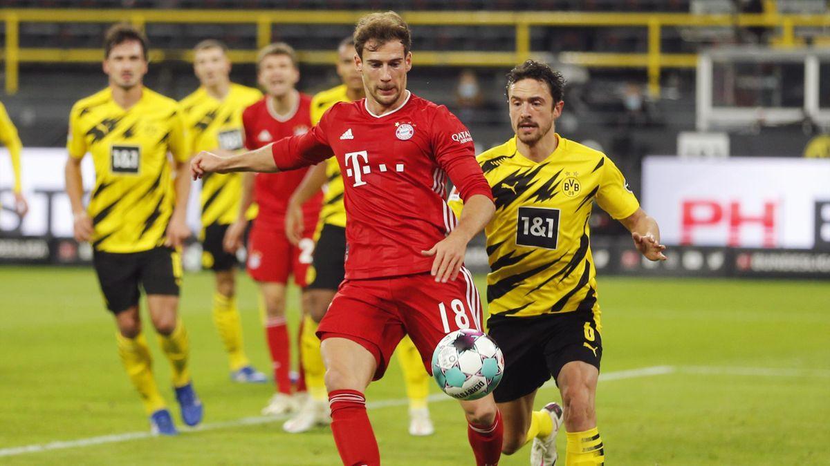 Leon Goretzka vom FC Bayern (l.) im Zweikampf mit Thomas Delaney von Borussia Dortmund
