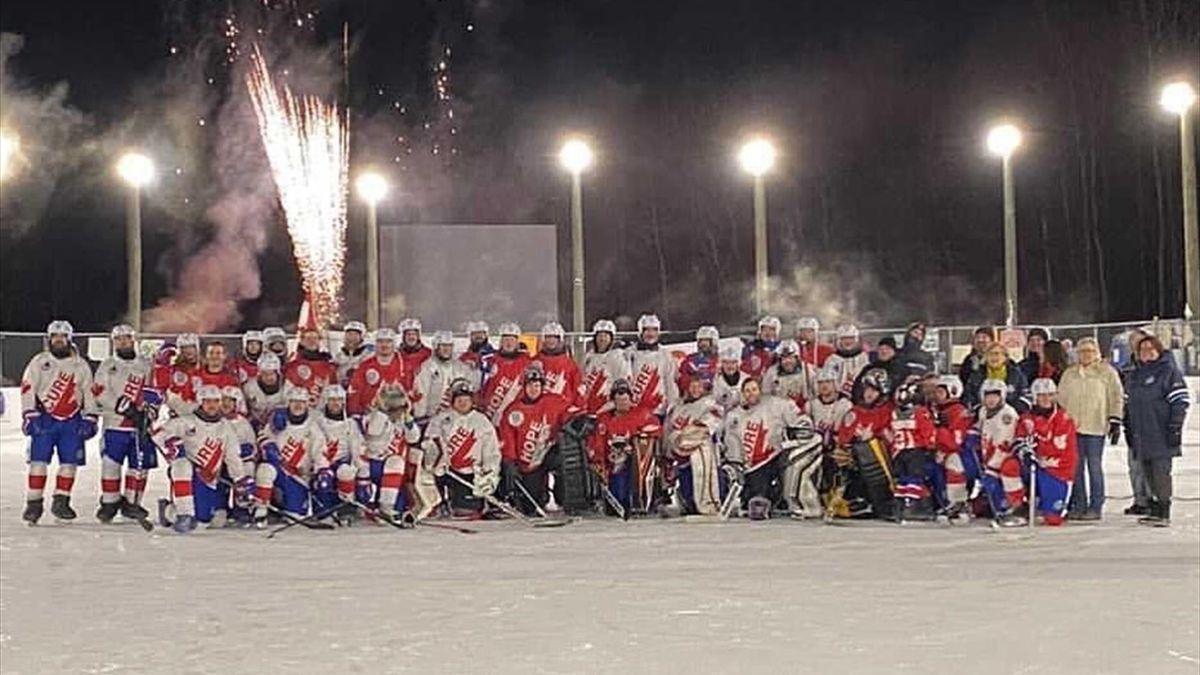 Участники самого длинного хоккейного матча в истории