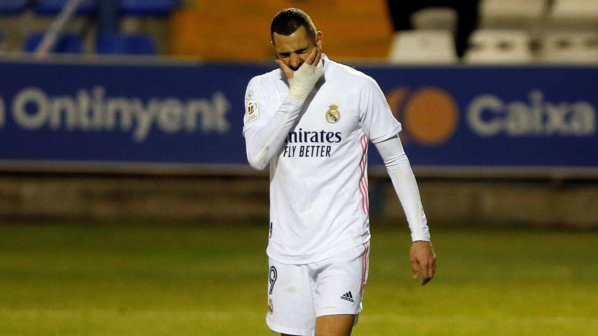 Karim Benzema se lamenta tras la eliminación en Copa del Rey ante el Alcoyano