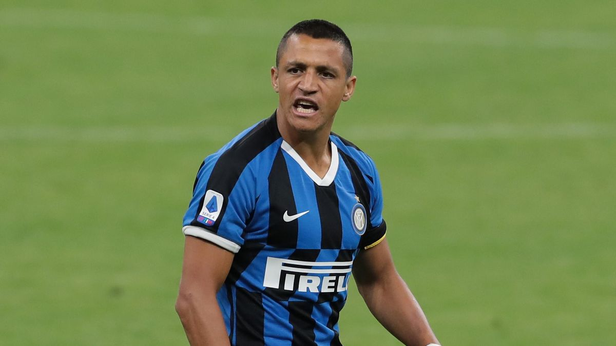 Alexis Sanchez of FC Internazionale reacts during the Serie A match between FC Internazionale and UC Sampdoria at Stadio Giuseppe Meazza on June 21, 2020 in Milan, Italy