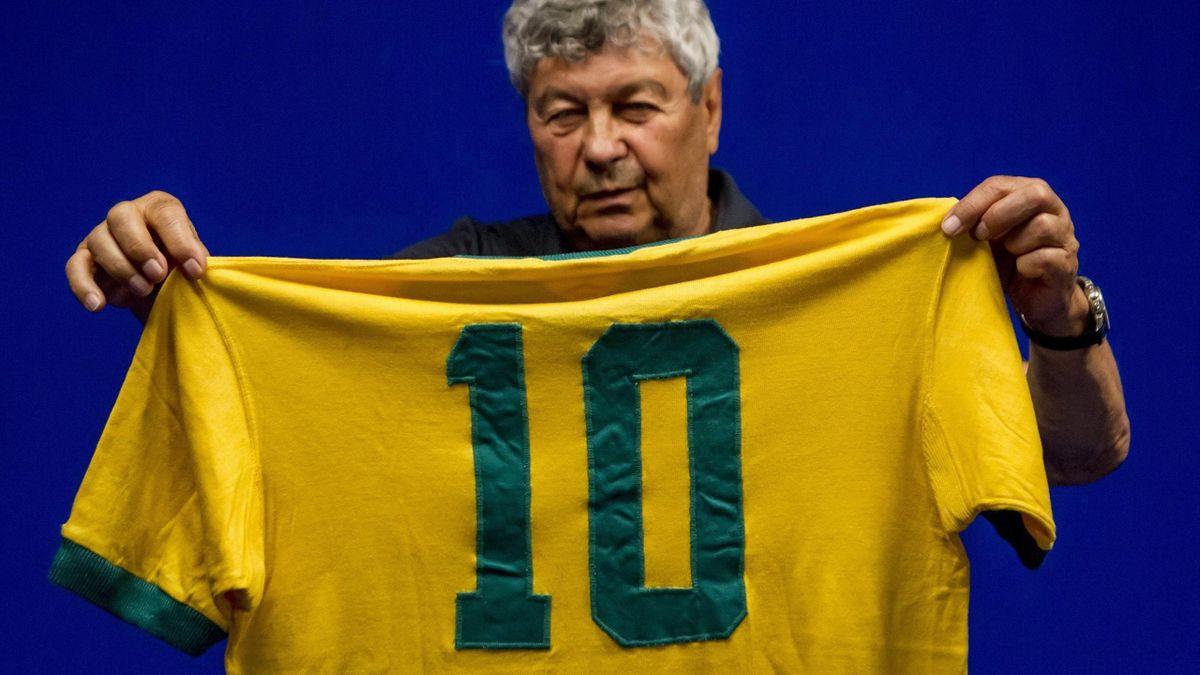 Mircea Lucescu a făcut public tricoul cu Pele, primit la Campionatul Mondial din 1970 / Sursa foto: Ultima Fază