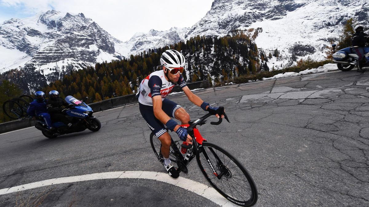 Vincenzo Nibali climbing the Stelvio pass