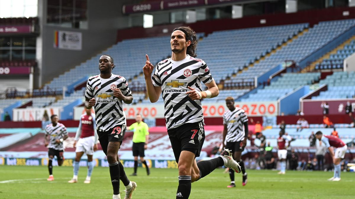 Edinson Cavani of Manchester United celebrates after scoring their side's third goal during the Premier League match between Aston Villa and Manchester United at Villa Park