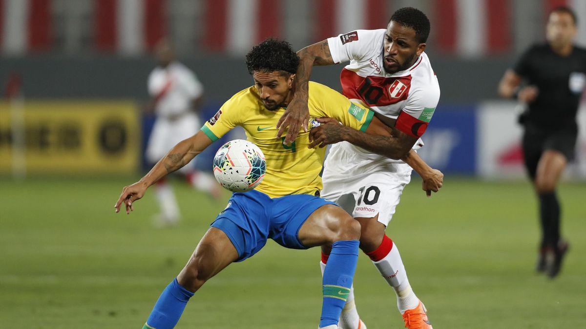 Marquinhos, le défenseur central du PSG, sous le maillot du Brésil face au Pérou