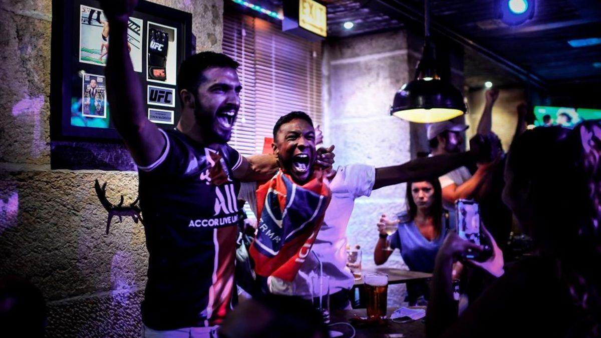 Fanii lui PSG au sărbătorit calificarea în semifinalele Champions League