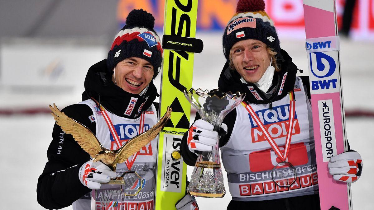 Kamil Stoch (l.) mit Dawid Kubacki bei der Vierschanzentournee 2020/21