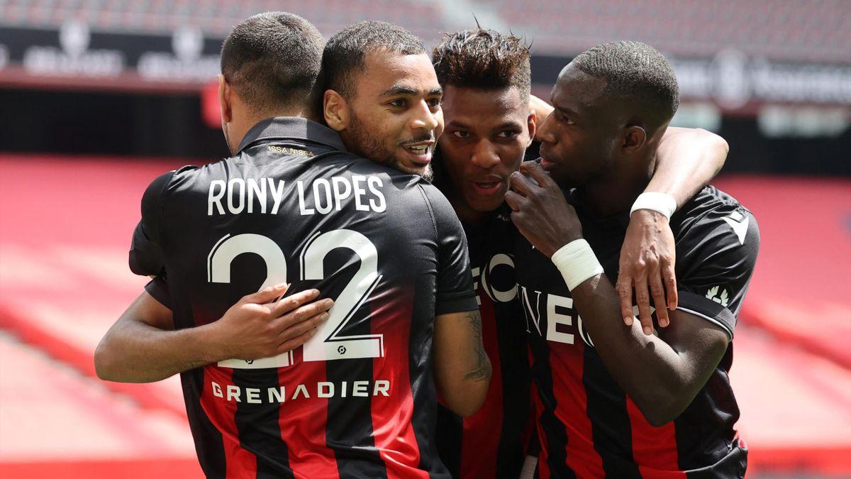 Alexis Claude-Maurice (OGC Nice) célèbre un but avec ses coéquipiers, lors d'un match face à Montpellier, le 25/04/2021 en Ligue 1
