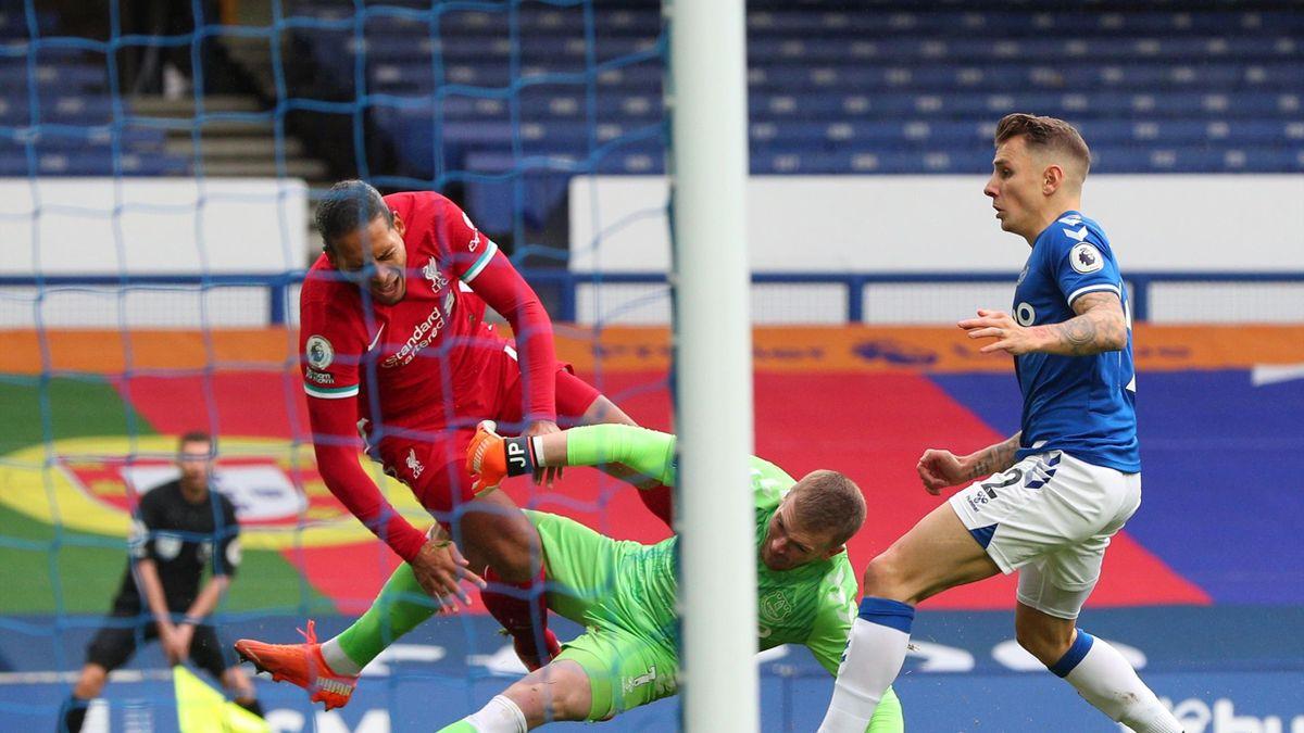 Van Dijk a fost accidentat grav de Pickford