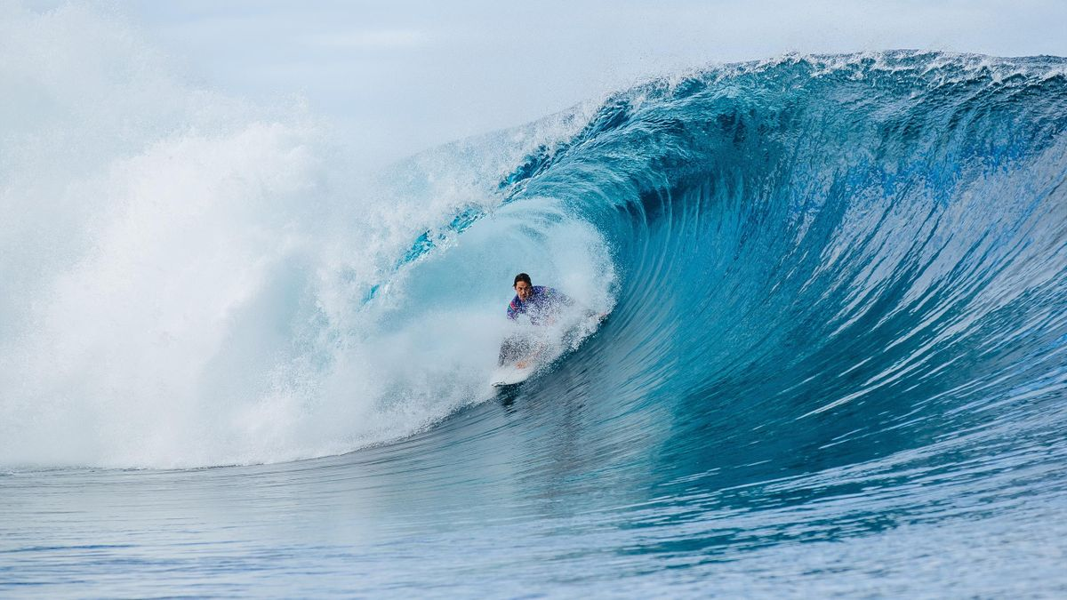 The famous waves of Teahupo'o, Tahiti