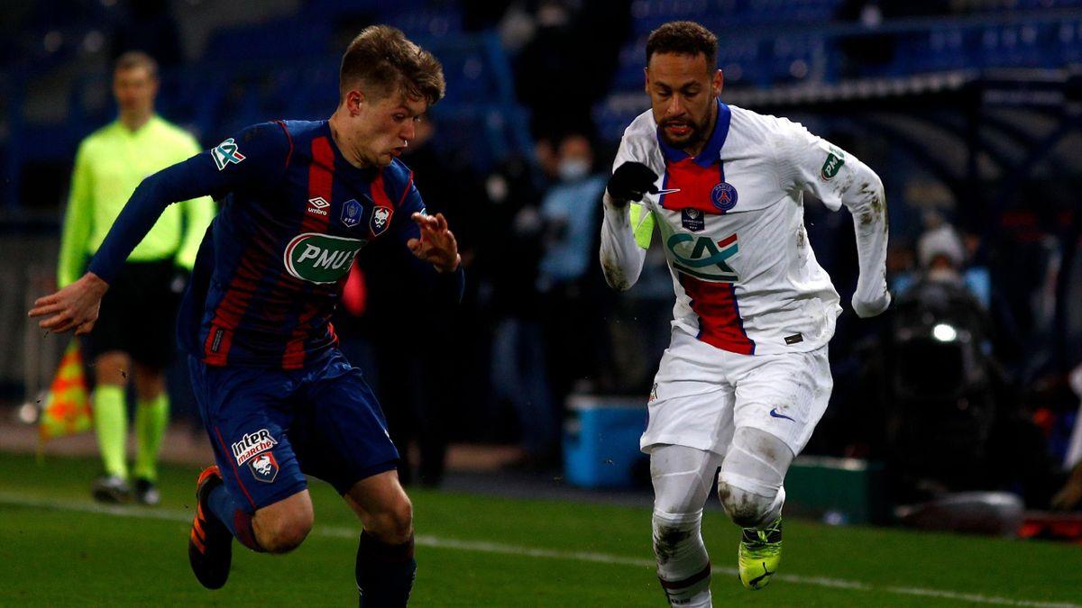 Neymar au duel avec Johann Lepenant lors du 32e de fnale de Coupe de France opposant Caen au Paris Saint-Germain, le 10 février 2021