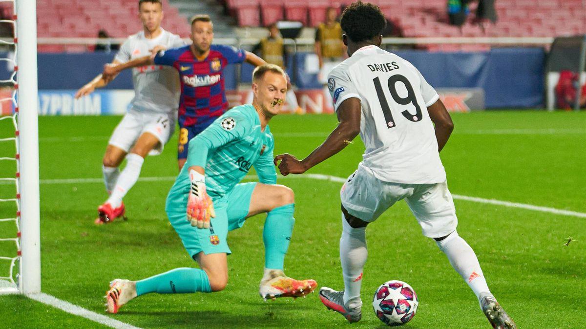 Alphonso Davies s-a distrat cu apărarea neputincioasă a Barcelonei, în sferturile Ligii Campionilor