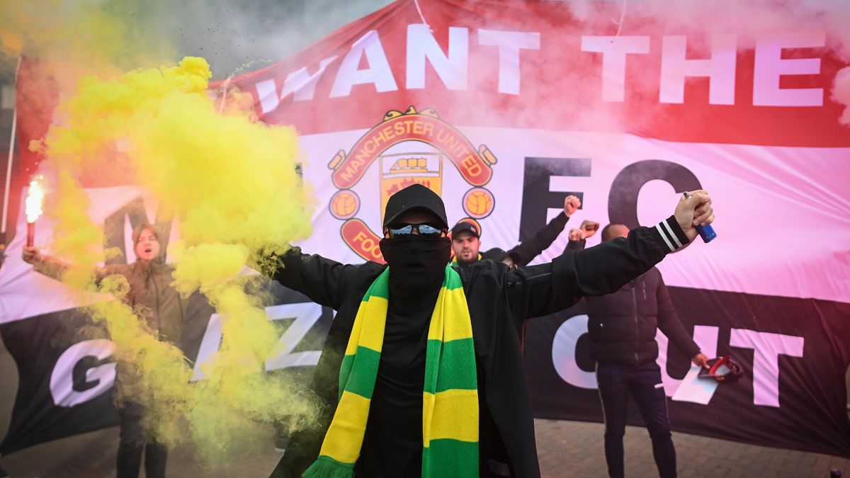 Fans are seen protesting Manchester United's Glazer ownership outside the stadium prior to the Premier League match between Manchester United and Liverpool at Old Trafford on May 02