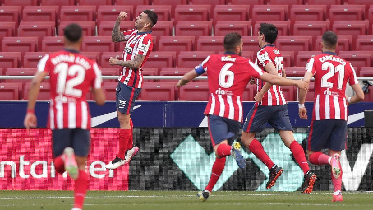 Correa celebra uno de sus goles al Éibar