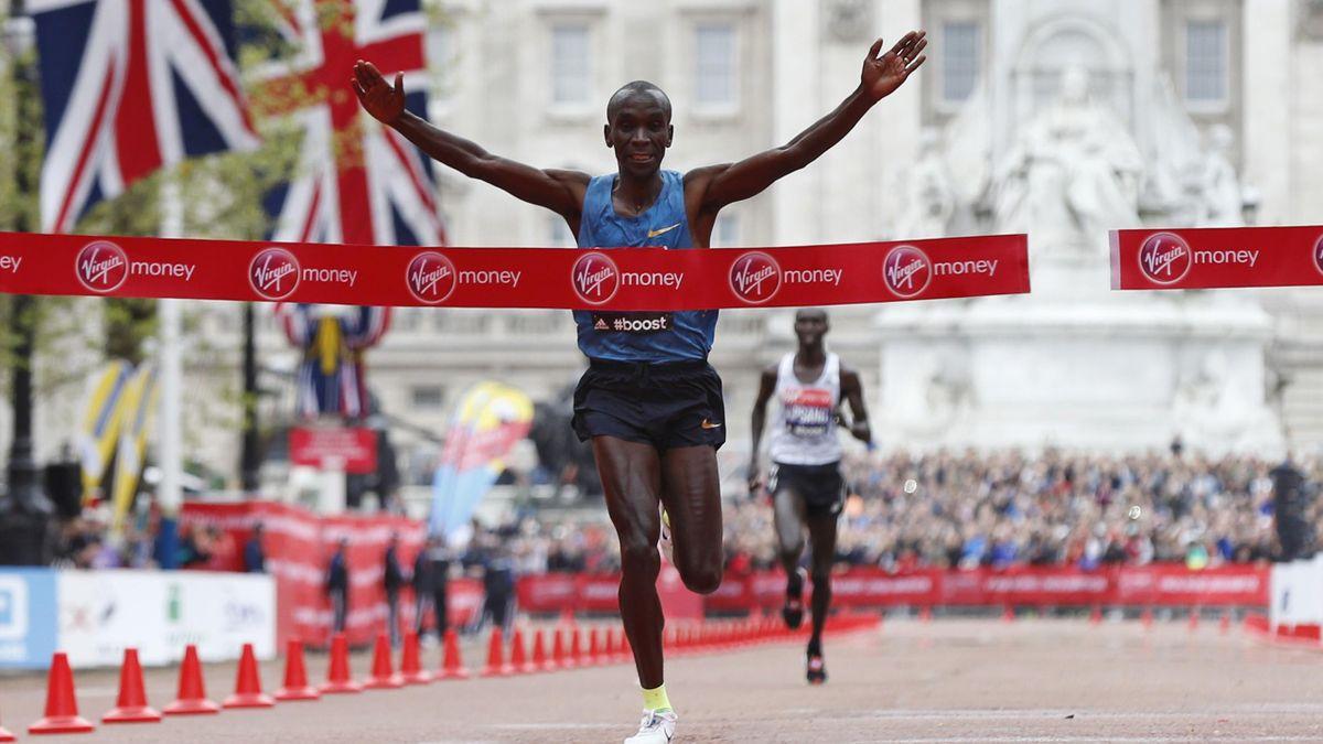 Eliud Kipchoge wins the 2015 London Marathon