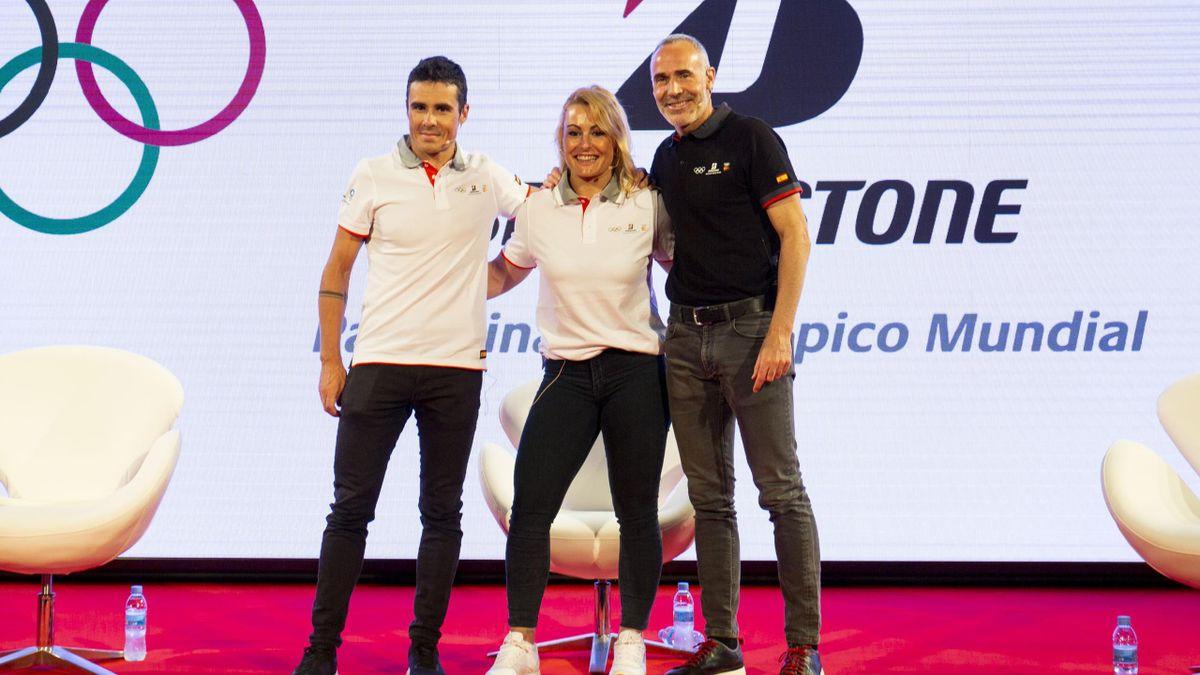 Alex Corretja, con Lydia Valentín y Javier Gómez Noya en un acto con Bridgestone