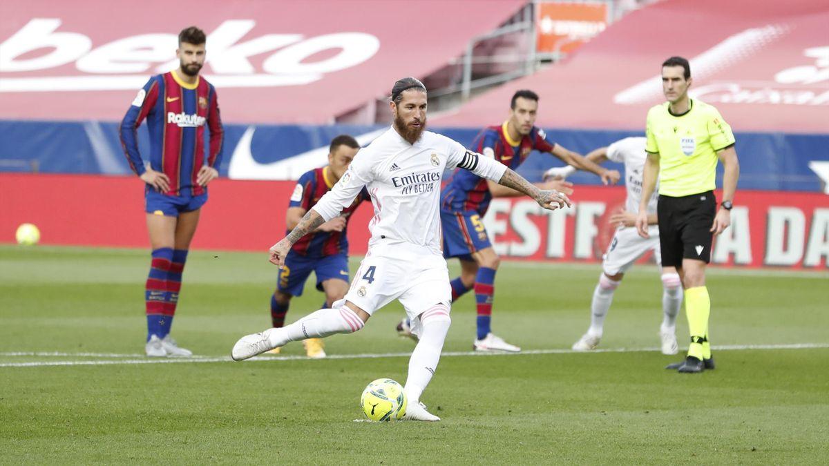 Серхио Рамос забивает пенальти в ворота «Барселоны»