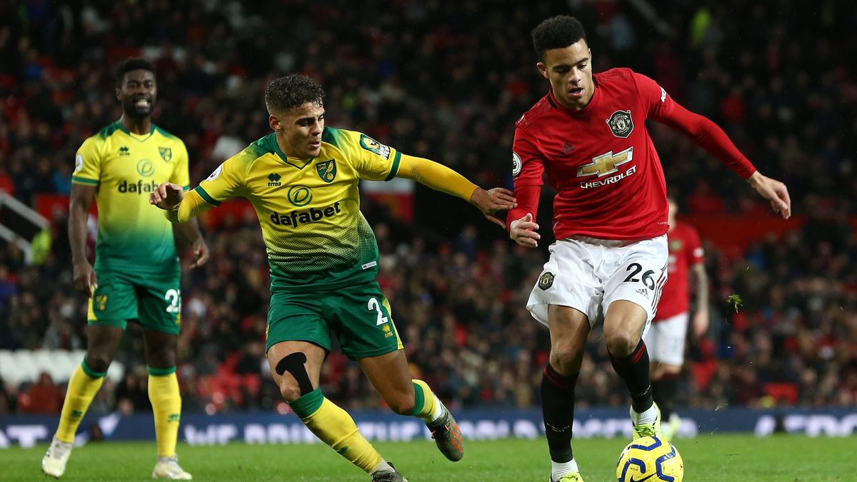 Max Aarons von Norwich City im Zweikampf mit Mason Greenwood (ManUnited)