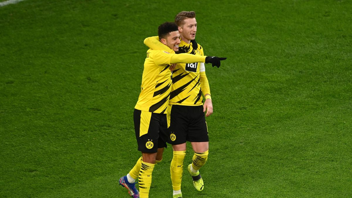 BVB-Jungstar Jadon Sancho (l.) jubelt mit Marco Reus
