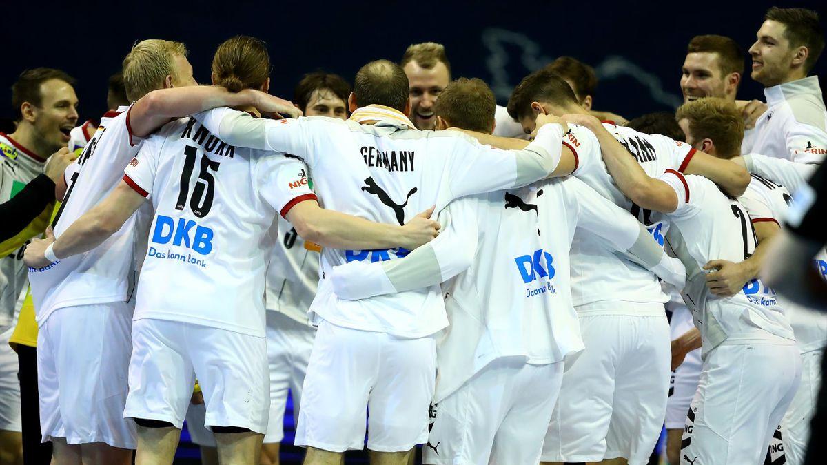 Die deutsche Handball-Nationalmannschaft feiert die Qualifikation für Olympia in Tokio