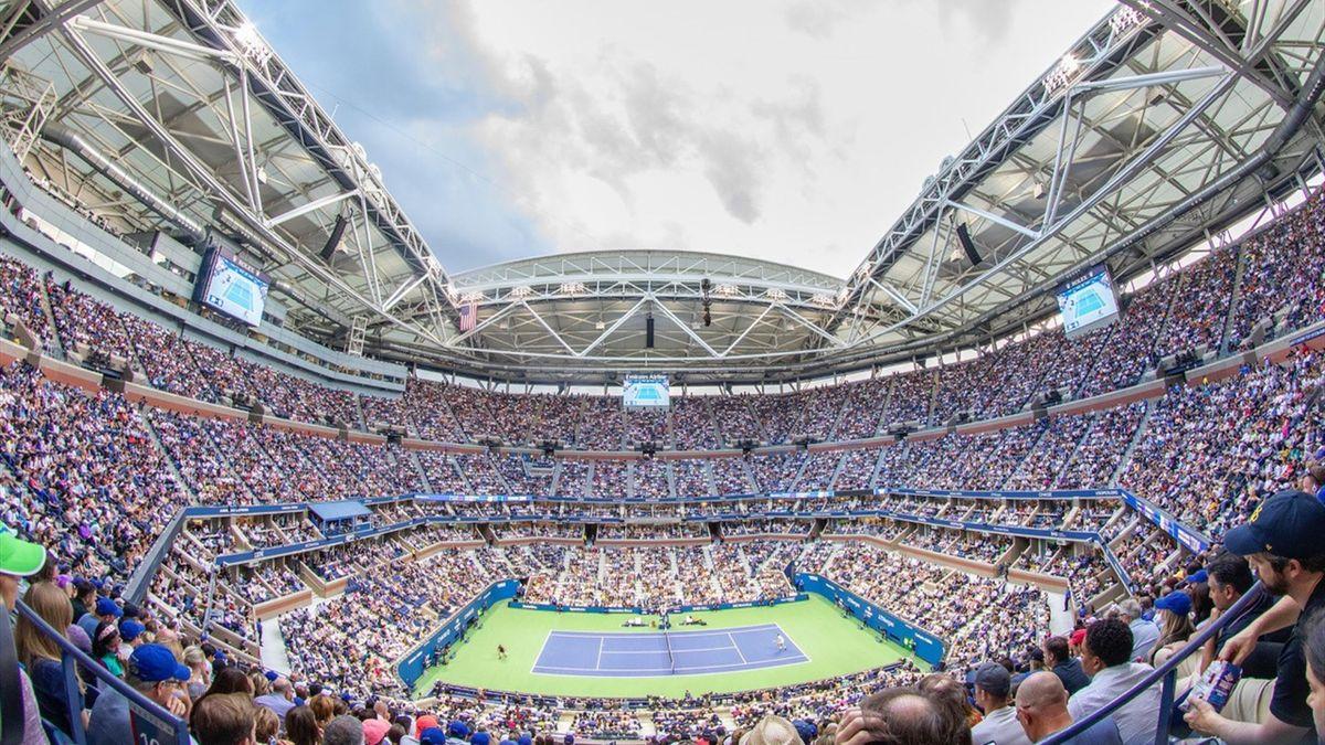 Een volgepakt Arthur Ashe Stadium, het grootste tennisstadion ter wereld