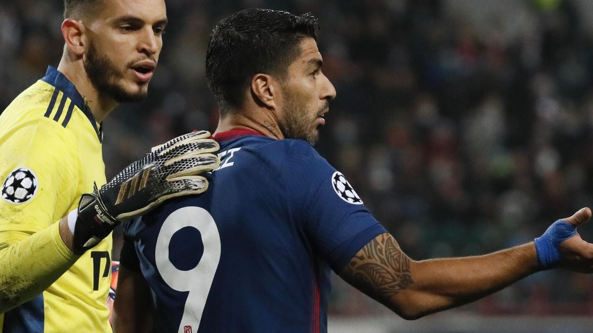 Luis Suarez protests a decision against Lokomotiv Moscow