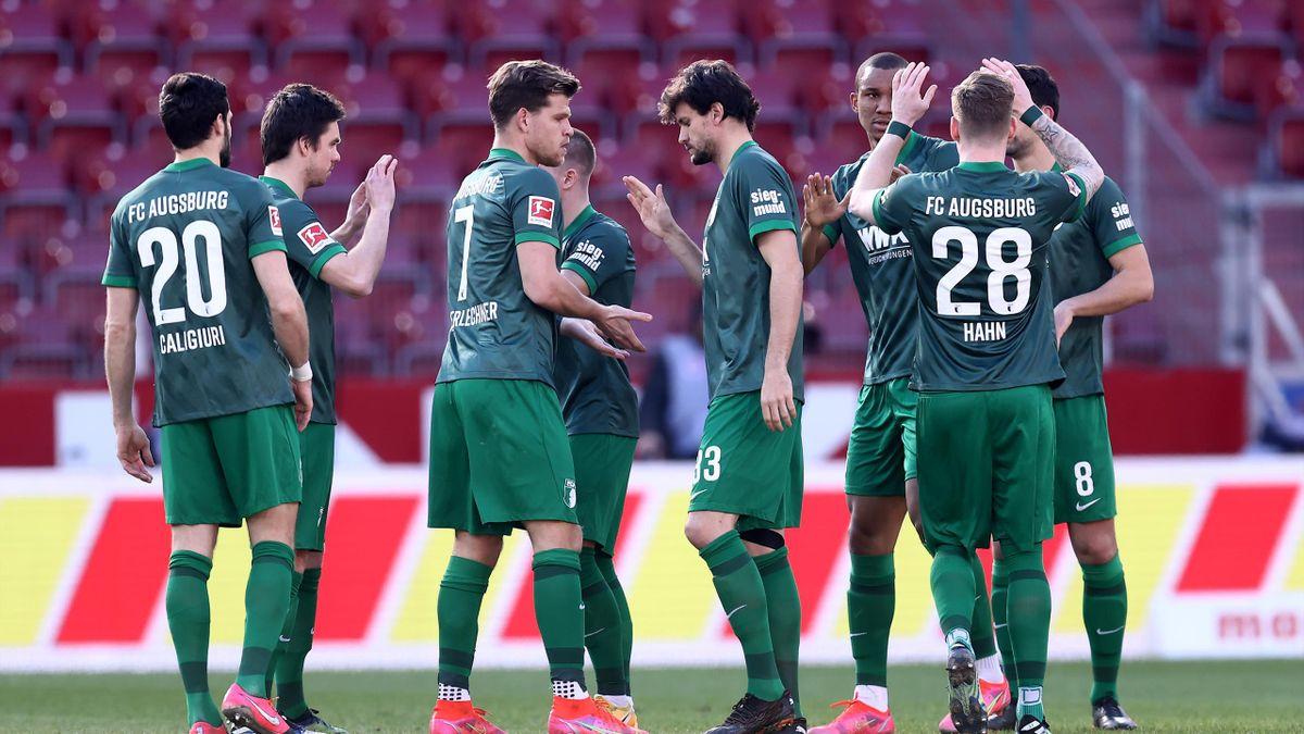 Der FC Augsburg feiert einen Sieg
