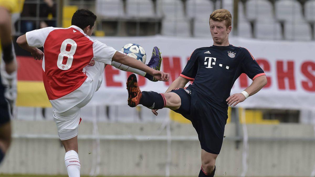 Bayern Münchens Dominik Martinovic (r.) im Spiel der Youth League gegen den FC Arsenal