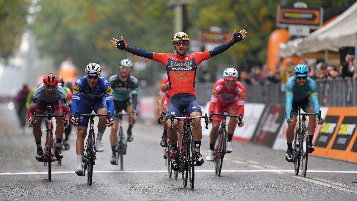 Sonny Colbrelli célèbre sa victoire lors de la 101e édition du Gran Piemonte