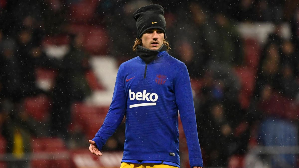 Barcelona's French forward Antoine Griezmann warms up before the Spanish league football match between Club Atletico de Madrid and FC Barcelona at the Wanda Metropolitano stadium in Madrid, on December 1, 2019. (Photo by PIERRE-PHILIPPE MARCOU / AFP) (Pho