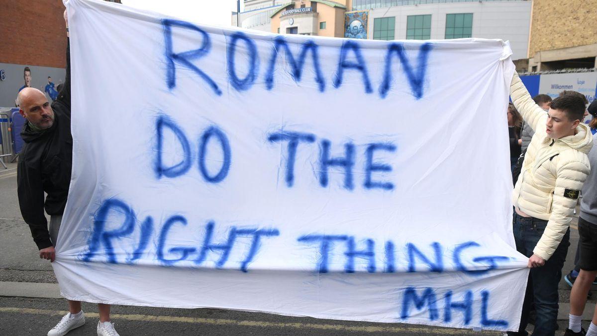 Chelsea fans protest outside Stamford Bridge April 202, 2021