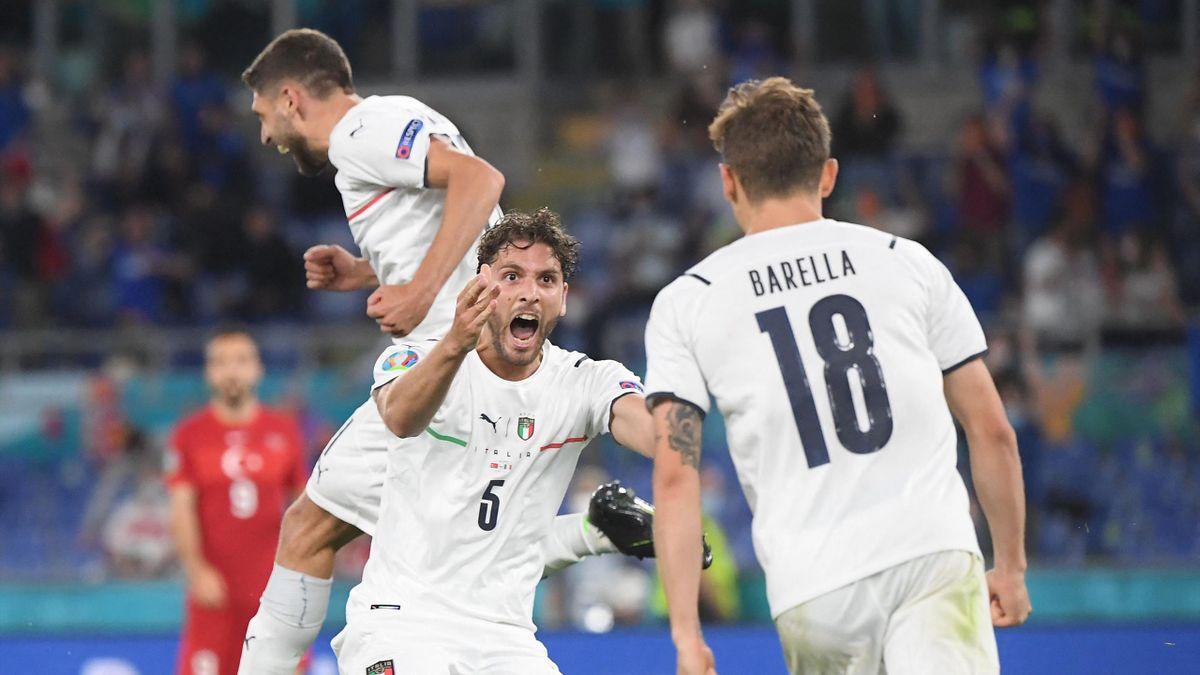 Locatelli az első olasz gólt ünnepli