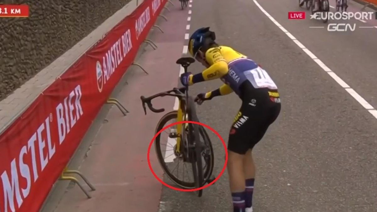 C'è un motorino nella bici di Roglic? Il video